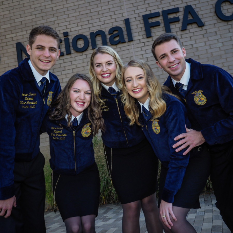 The+2019-2020+National+Officers+stand+out+in+front+of+the+National+FFA.+Headquarters+located+in+Alexandria%2C+Virginia.+Standing+left+to+right+is+Yomar+Roman%2C+Tess+Seibel%2C+Kourtney+Lehman%2C+Mamie+Hertel+and+Kolsen+Mcoy.+%28Photo+courtesy+of+Tess+Seibel%29%09