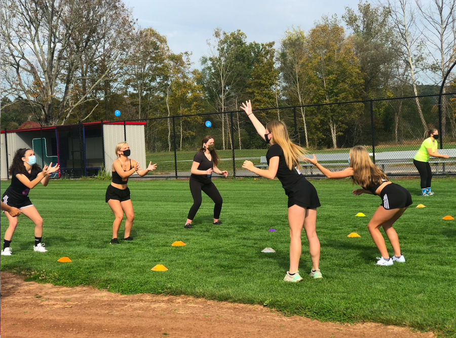 Nonnewaug+seniors+demonstrate+teamwork+skills+during+the+water+balloon+toss+at+Senior+Field+Day+2020.%0A